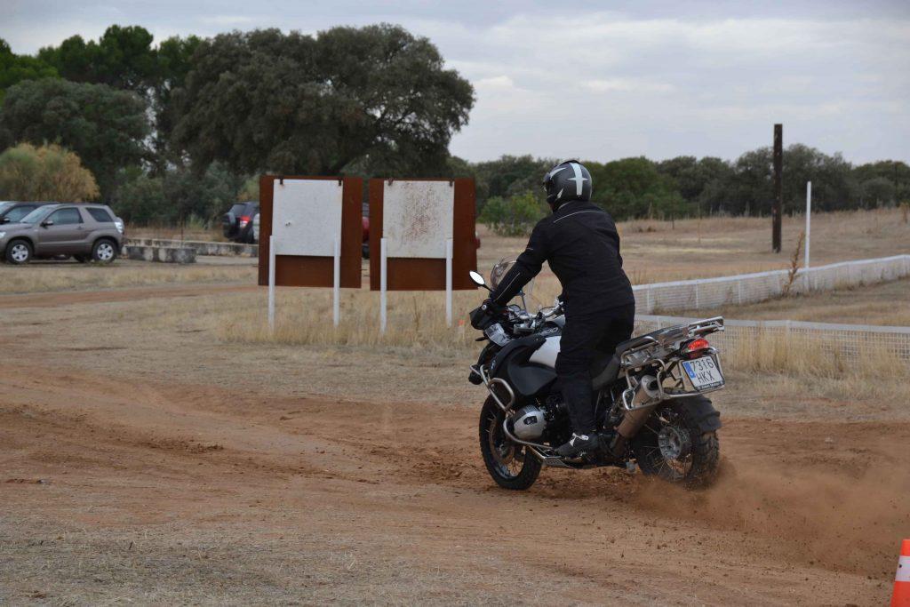 Moto Trail Off Road curso de aceleracion y frenada